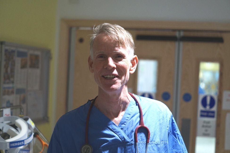 Bác sĩ John Wright, người kể lại câu chuyện tình nguyện viên thử nghiệm vaccine Novavax. Ảnh: BBC.
