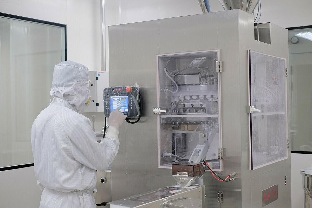 Japan-GMP là tiêu chuẩn thực hành sản xuất thuốc vượt qua hàng rào kỹ thuật khắt khe đến cách bảo quản thành phẩm, quản lý hệ thống chất lượng.