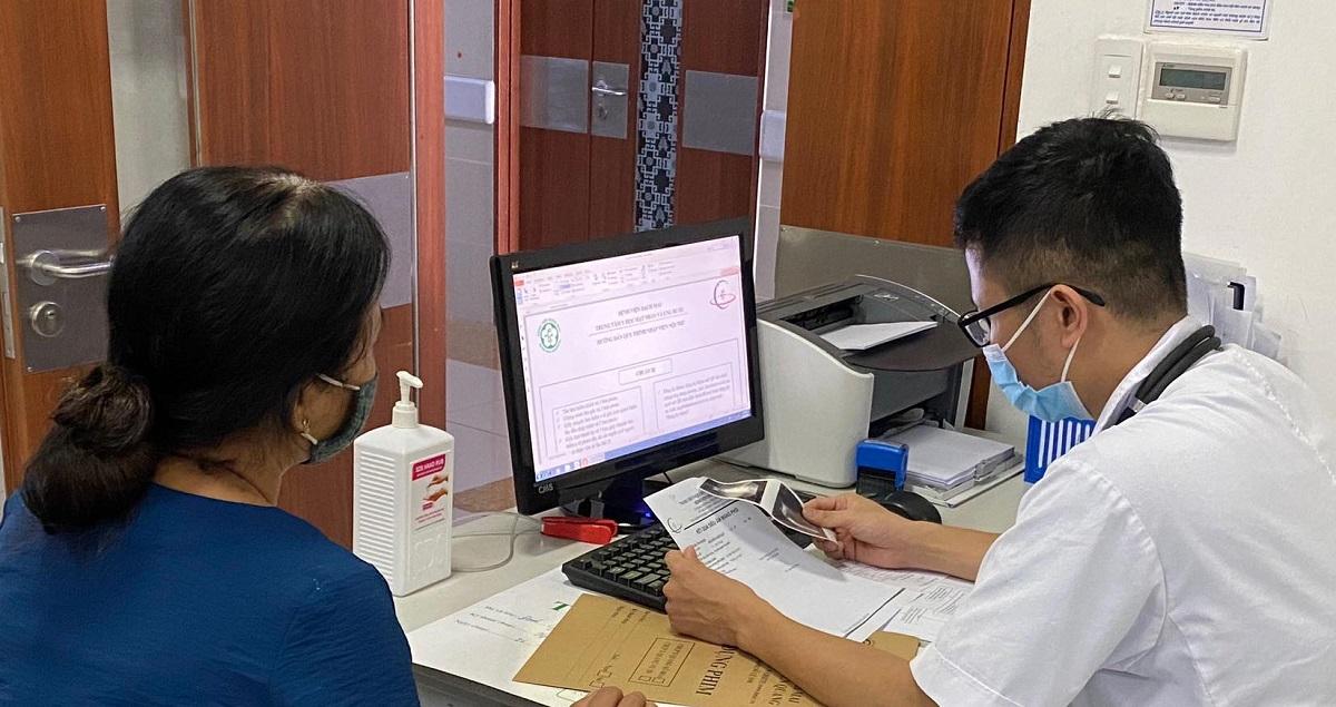 Mọi người nên đo khám sức khỏe định kỳ hoặc khi có có dấu hiệu bất thường cần đi đến các cơ sở y tế chuyên khoa được khám và xét nghiệm cần thiết. Ảnh: Bác sĩ cung cấp