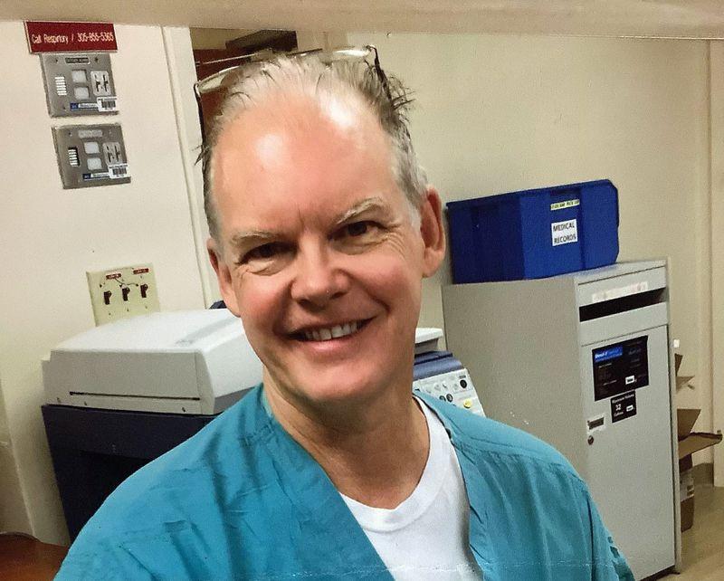 Bác sĩ Gregory Michael, 56 tuổi, qua đời vì đột quỵ hôm 3/1, sau khi đột ngột bùng phát chứng xuất huyết giảm tiểu cầu. Ảnh: NY Daily