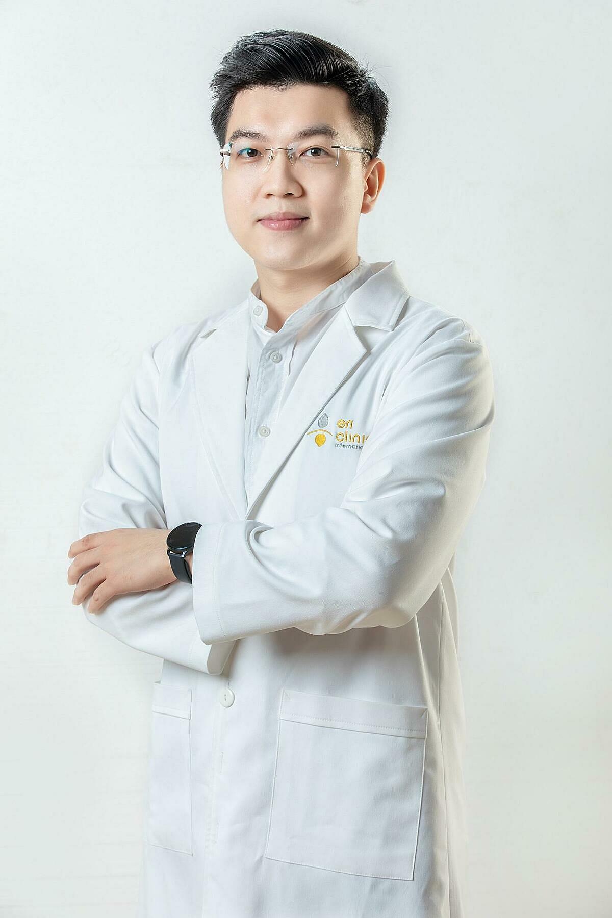 Bác sĩ Tuấn Anh có nhiều kinh nghiệm trong điều trị sắc tố và trẻ hóa da cho nam giới.