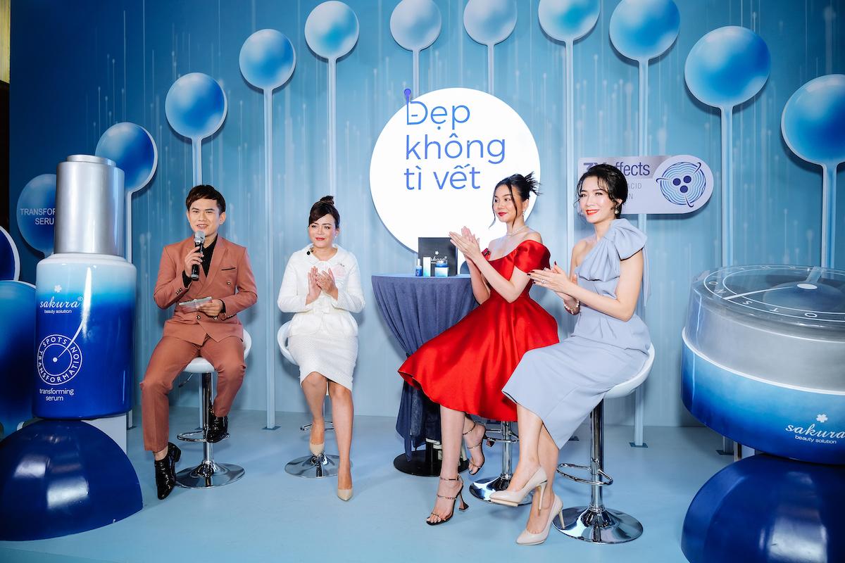 Tiến sĩ, bác sĩ Đào Hoàng Thiên Kim (váy trắng, thứ 2 từ trái qua) trong buổi talk show với chủ đề Đẹp không tì vết cùng siêu mẫu, diễn viên Thanh Hằng.