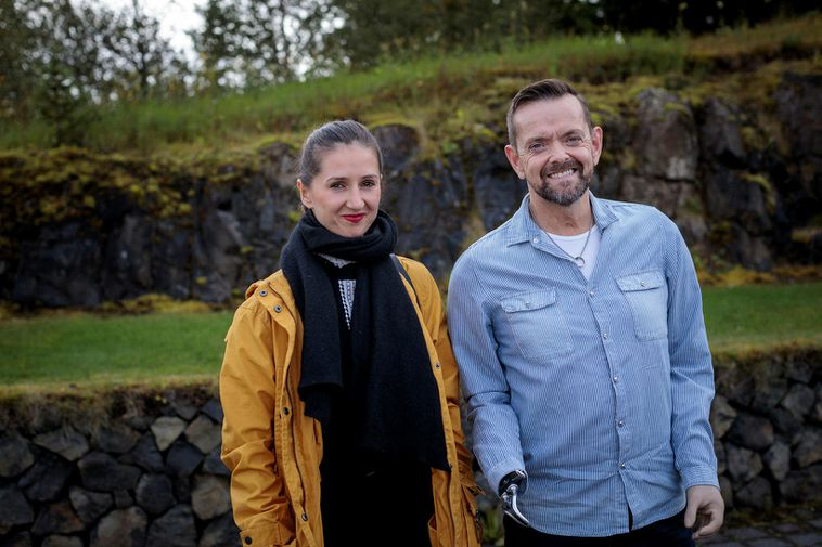 Grétarsson when he was wearing a prosthesis and his wife, Miss Sylwia Gretarsson Nowakowska.  Photo: Iceland Monitor.