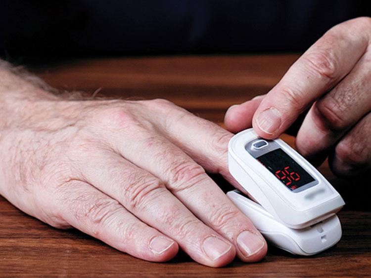 Máy đo nồng độ oxy trong máu. Ảnh: Meta.