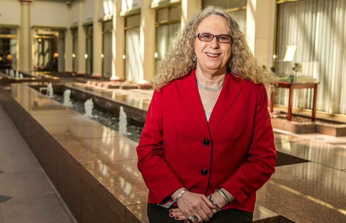 Bác sĩ Rachel Levine, người chuyển giới đầu tiên được chọn là trợ lý Bộ trưởng Y tế. Ảnh: Reuters