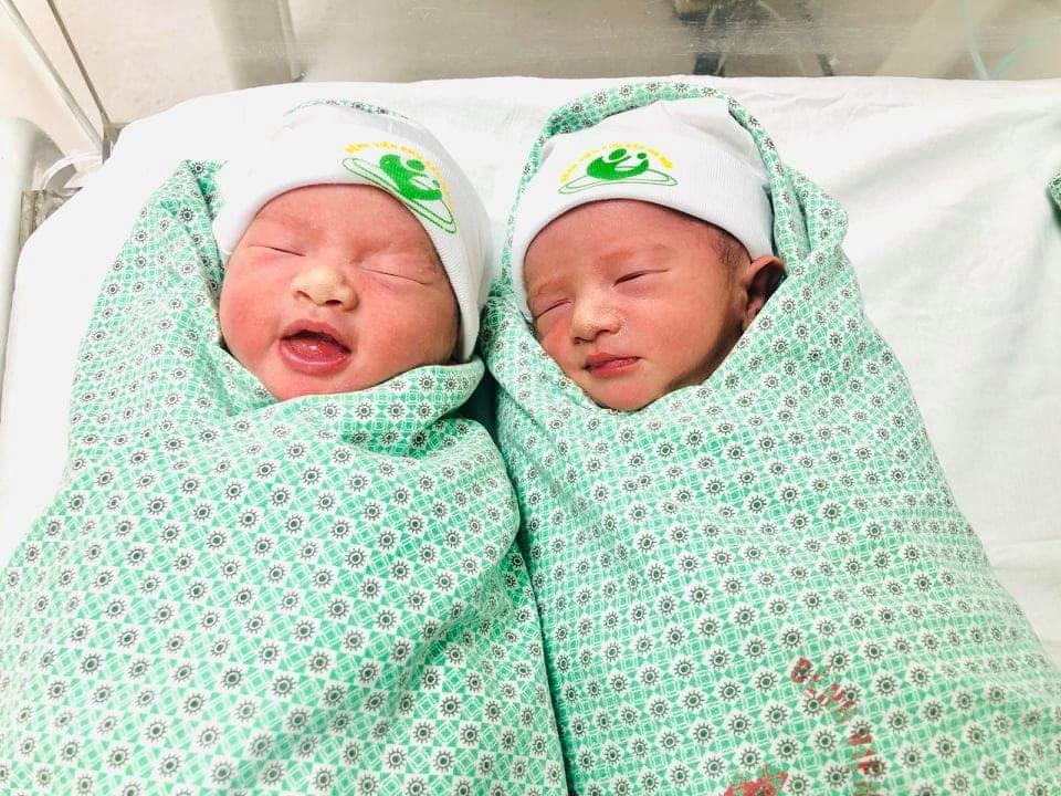 Cặp song sinh được chăm sóc tại Bệnh viện Phụ sản Hà Nội ngày 20/1. Ảnh do bệnh viện cung cấp.