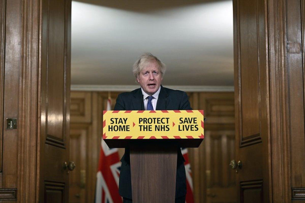 Thủ tướng Anh, Boris Johnson phát biểu trong một cuộc họp báo ở Lon Don ngày 22/1. Ảnh: AP