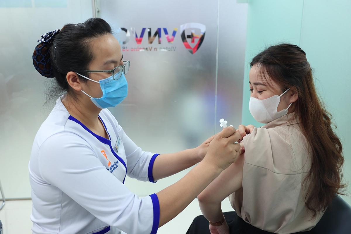 Phụ nữ nên tiêm vắc xin phòng thủy đậu tốt nhất 3 tháng trước khi mang thai. Ảnh: VNVC