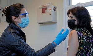Mỹ đặt mục tiêu có đủ vaccine cho người dân vào mùa hè