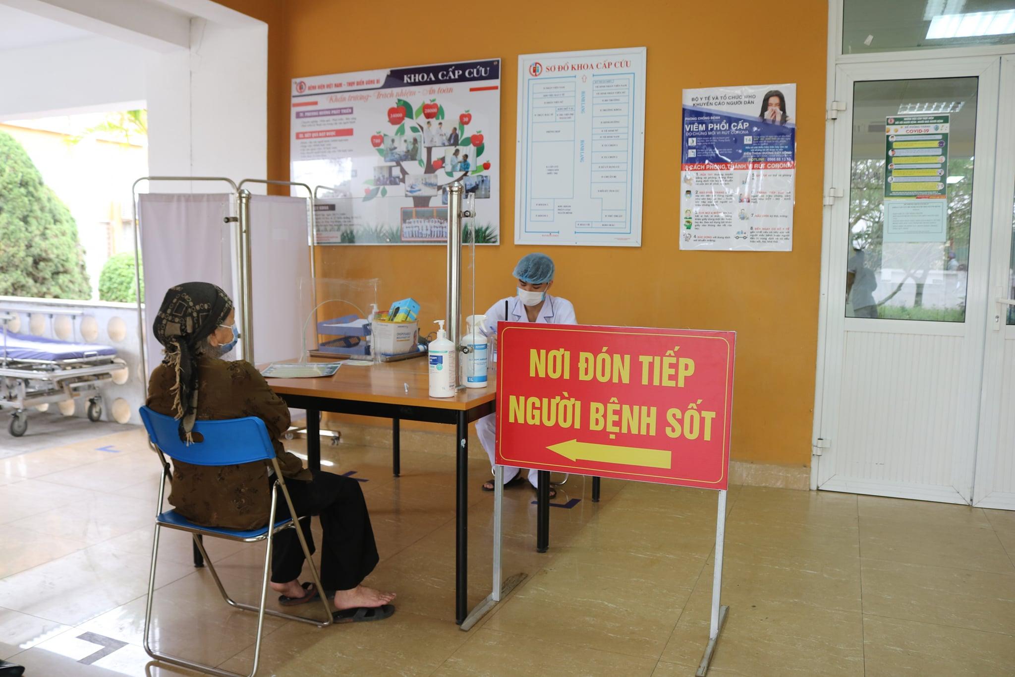 Khu vực tiếp đón người bệnh có biểu hiện sốt, ho, khó thở ở Bệnh viện Việt Nam Uông Bí- Thuỵ Điển. Ảnh: Bệnh viện cung cấp