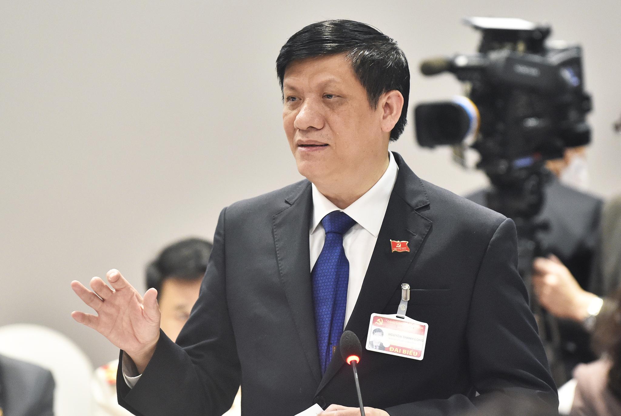 Bộ trưởng Y tế Nguyễn Thanh Long công bố các ca nhiễm mới trong cuộc họp Ban chỉ đạo chống dịch quốc gia, sáng 28/1. Ảnh: VGP.