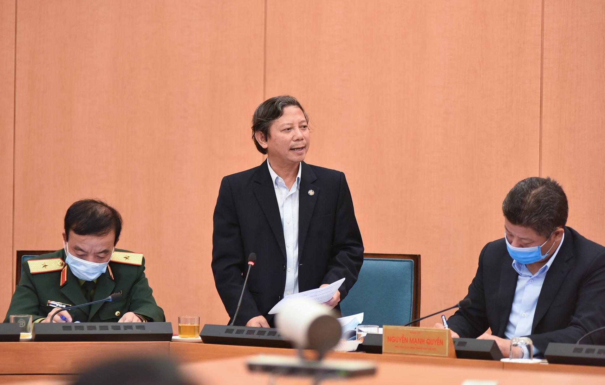 Ông Hoàng Đức Hạnh (giữa), Phó giám đốc Sở Y tế Hà Nội trong buổi họp ban chỉ đạo chống Covid-19 ngày 28/1. Ảnh: Trung Nguyên.
