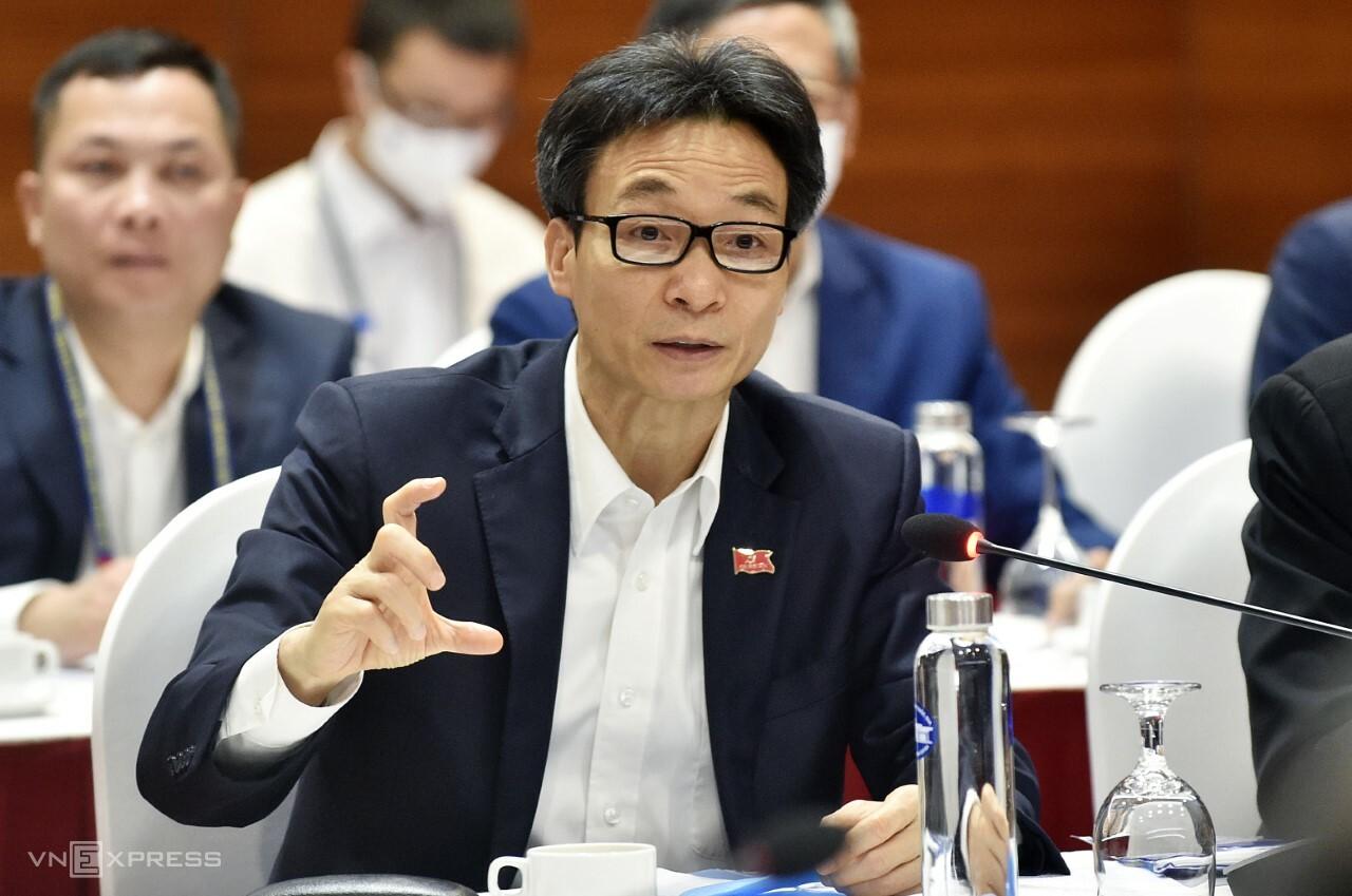 Phó thủ tướng Vũ Đức Đam trong cuộc họp Ban chỉ đạo Quốc gia chống dịch, sáng 28/1. Ảnh: Giang Huy.