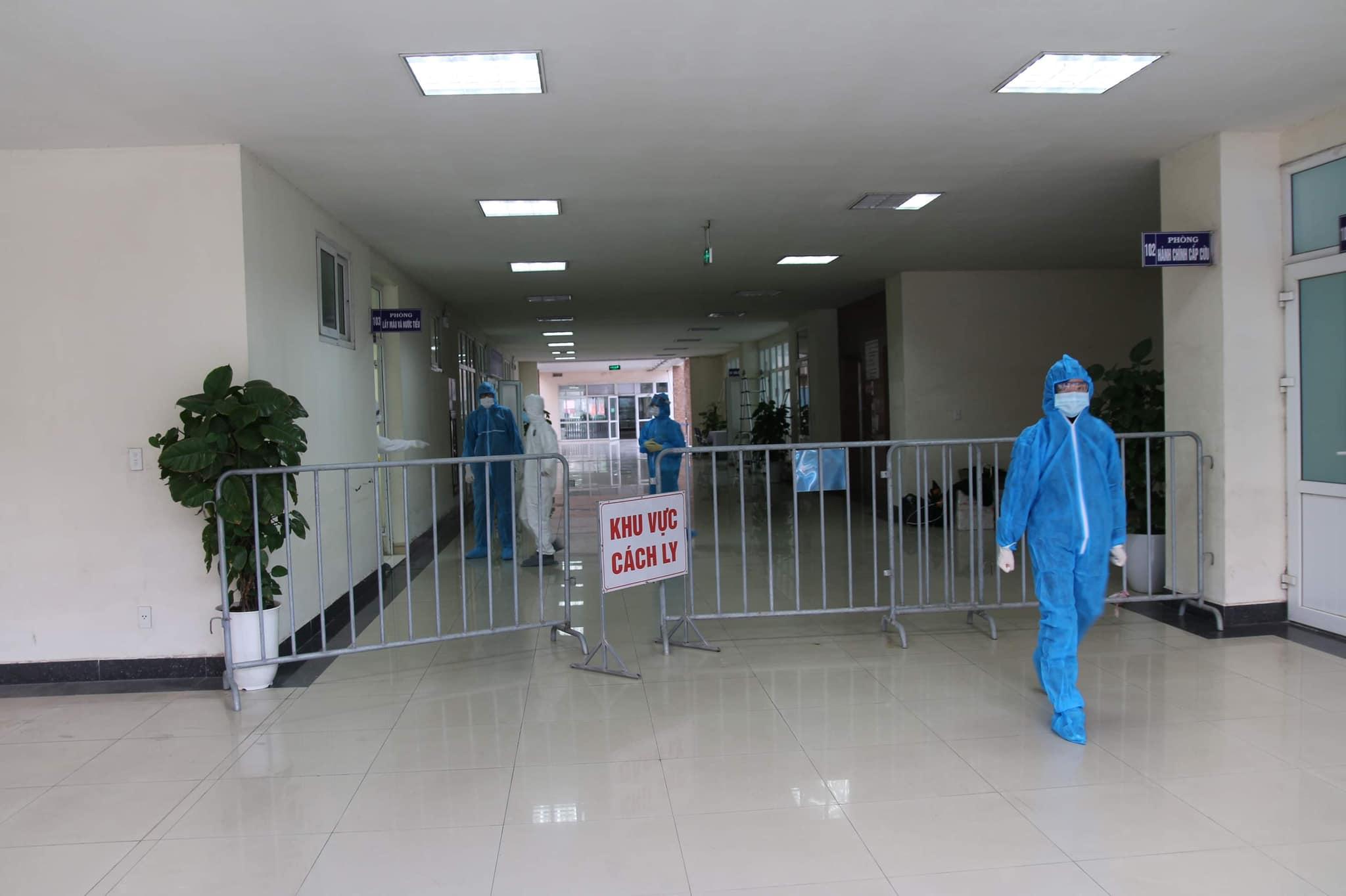 Bệnh viện dã chiến số 2 của Hải Dương hoạt động, đã tiếp nhận 26 bệnh nhân Covid-19. Ảnh: Anh Văn.