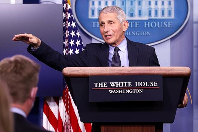 Viện trưởng Viện Dị ứng và Bệnh truyền nhiễm Quốc gia Anthony Fauci trong cuộc họp tại Nhà Trắng, ngày 21/1. Ảnh: Reuters