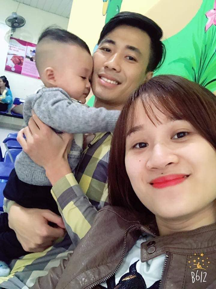 Doctor Khanh with his wife and eldest son.  Photo: Character provided.
