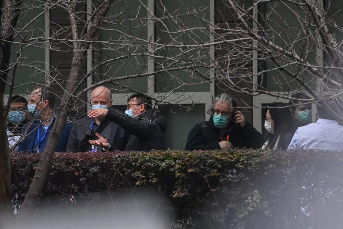 Các chuyên gia của WHO đến Trung tâm Kiểm soát và Phòng ngừa Dịch bệnh Hồ Bắc, ngày 2/2. Ảnh: Reuters