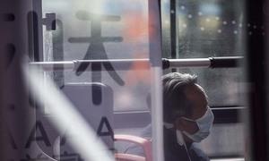 Người già Trung Quốc chờ đợi được tiêm vaccine Covid-19