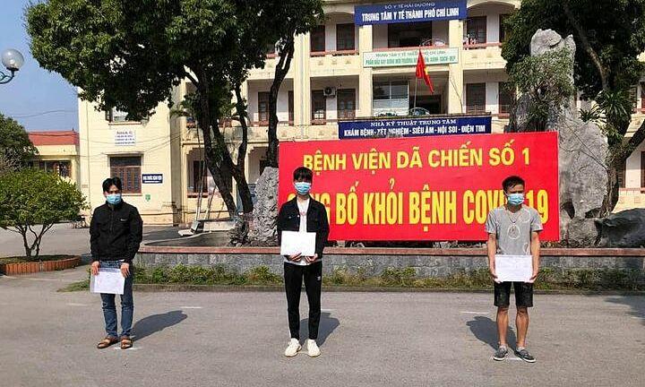 Ba bệnh nhân được công bố khỏi bệnh sáng 14/2. Ảnh: Bác sĩ Minh Điền