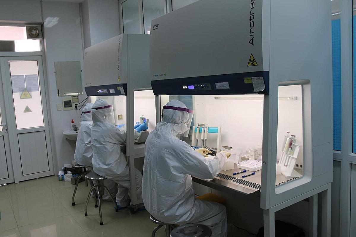 Phòng xét nghiệm nCov tại Bệnh viện dã chiến số 2. Ảnh: Trung Sơn.