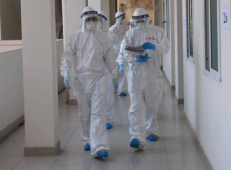 Các bác sĩ điều trị bệnh nhân Covid-19 ở Bệnh viện dã chiến số 2, Hải Dương. Ảnh do Bộ Y tế cung cấp.