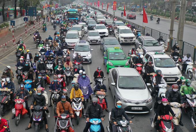 Người dân trở lại Hà Nội sau Tết chiều 16/2 tại cửa ngõ phía Nam. Ảnh:Ngọc Thành.