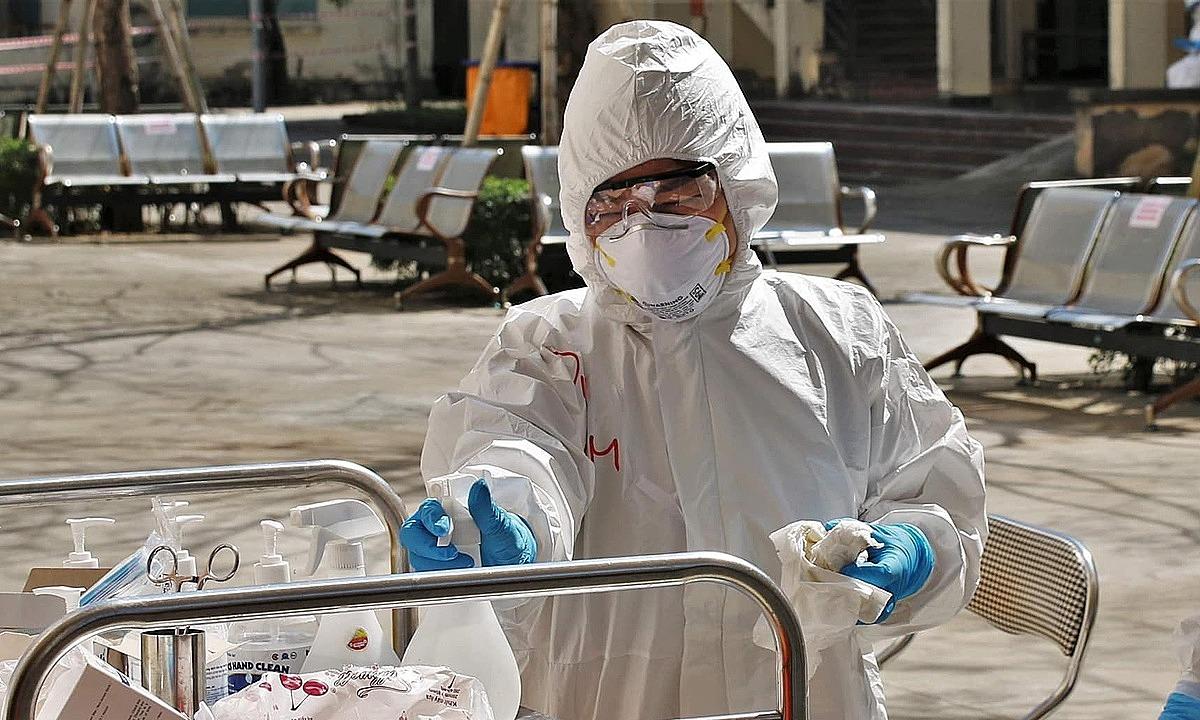 Bác sĩ Bệnh viện Bạch Mai tăng cường cho Hải Dương. Ảnh: Bộ Y tế.