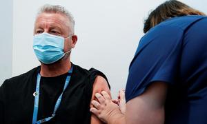 Australia, New Zealand tiêm vaccine Covid-19 quy mô lớn