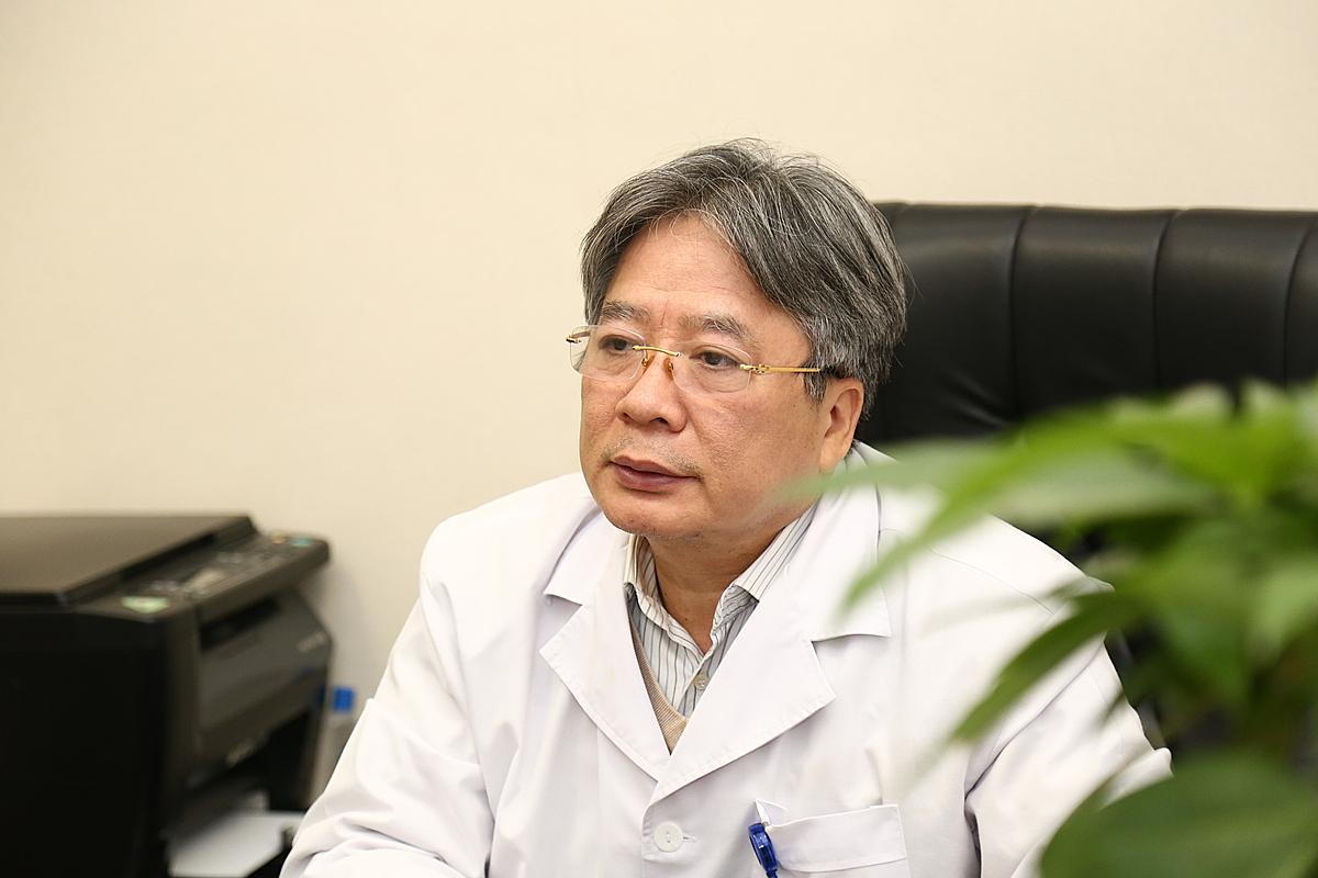 Giáo sư Trần Bình Giang, Giám đốc Bệnh viện Việt Đức. Ảnh: Kim Oanh.