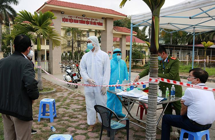 Bệnh viện Giao thông Vận tải ở Hải Phòng được phong tỏa trong sáng 22/2. Ảnh: Giang Chinh