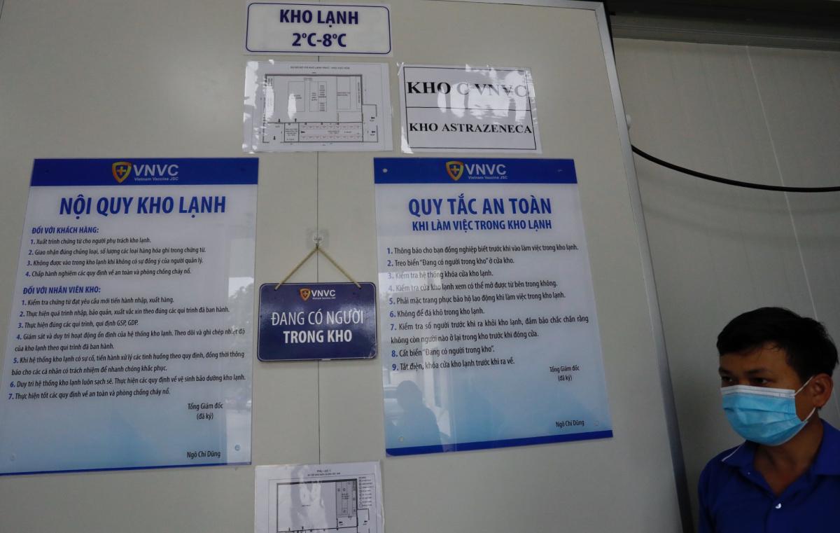Kho chứa vaccine AstraZeneca tại VNVC. Ảnh: Hữu Khoa.
