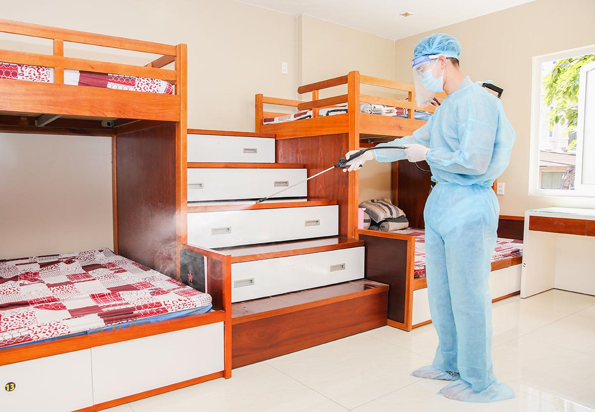 Tất cả khu vực cách ly tập trung được khử khuẩn trước khi đón nhân viên của đơn vị.