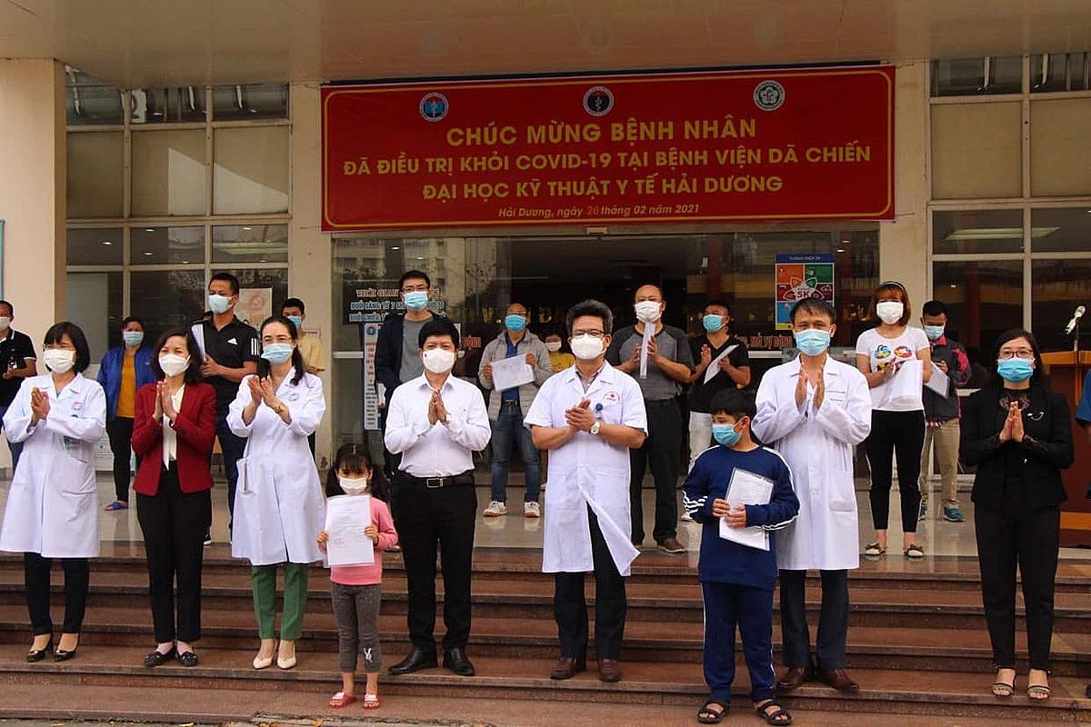 Các bệnh nhân được công bố khỏi bệnh chiều 26/2. Ảnh: Bộ Y tế.