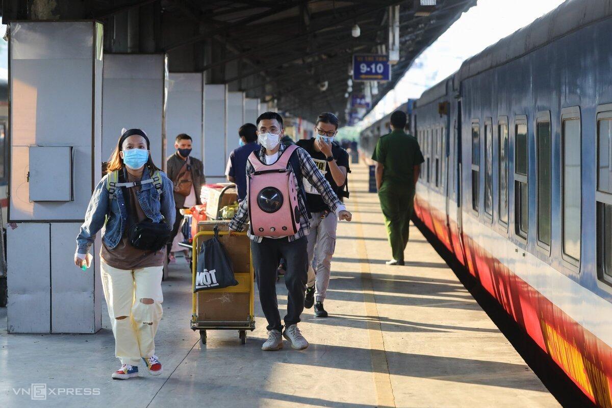 Hành khách tại ga Sài Gòn ngày 18/2. Ảnh: Quỳnh Trần.
