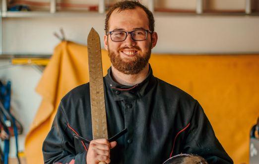 Anh Ian Bridges trong xưởng hàn tại Washington. Ảnh: Mens Health.
