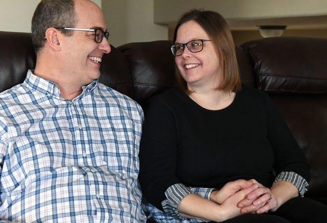 James và Lindy tại nhà của họ. Ảnh: USA Today.