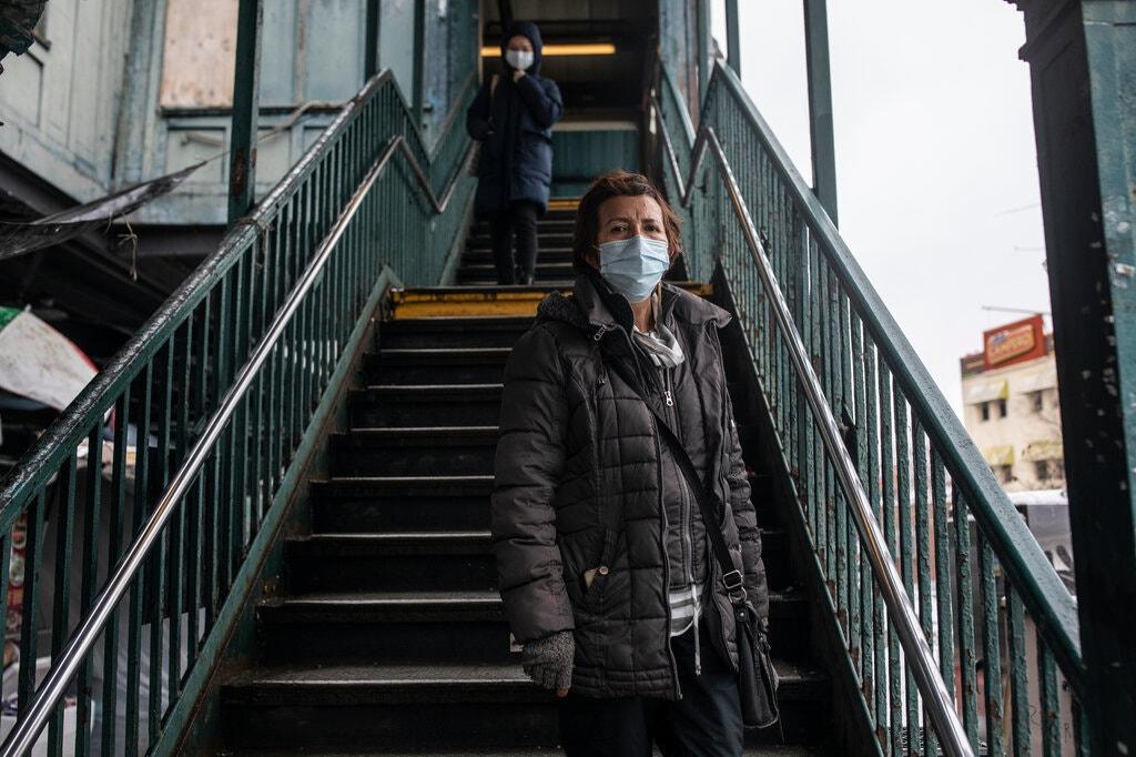 Flora Pérez, nhà phân phối nông sản, không có đủ thời gian để tìm kiếm vaccine cho mình và cha. Ảnh: NY times