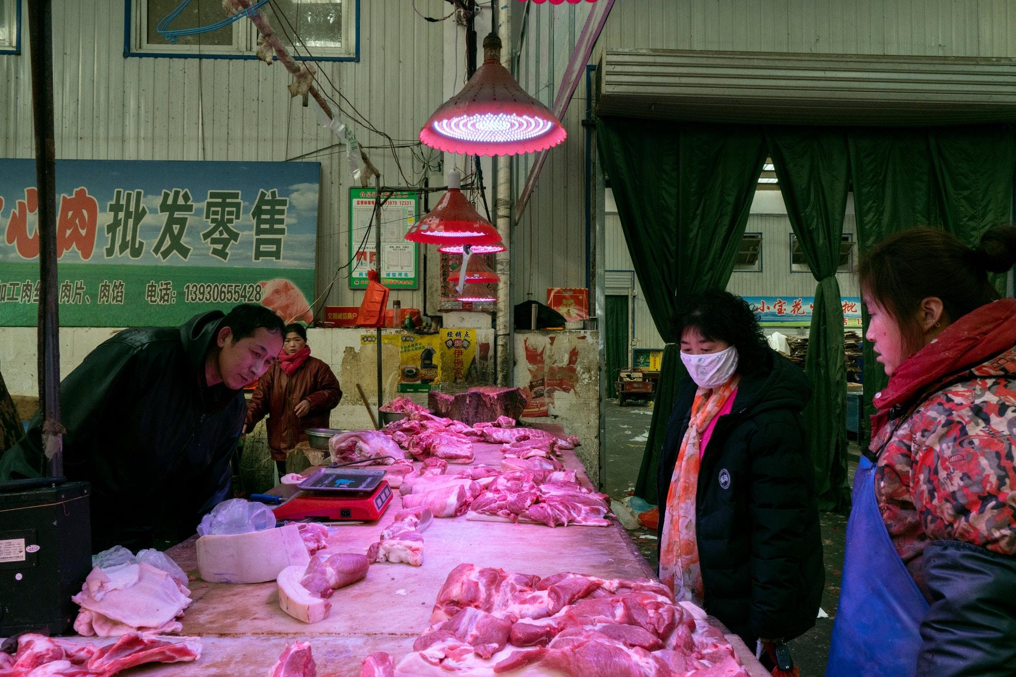 Một khu chợ tại Lang Phường, Trung Quốc hồi tháng 1/2020. Ảnh: NY Times
