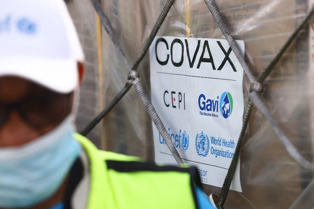 Lô vaccine Covid-19 được chuyển đến Ghana thông qua sáng kiến phân phối công bằng Covax, ngày 24/2. Ảnh: AFP.
