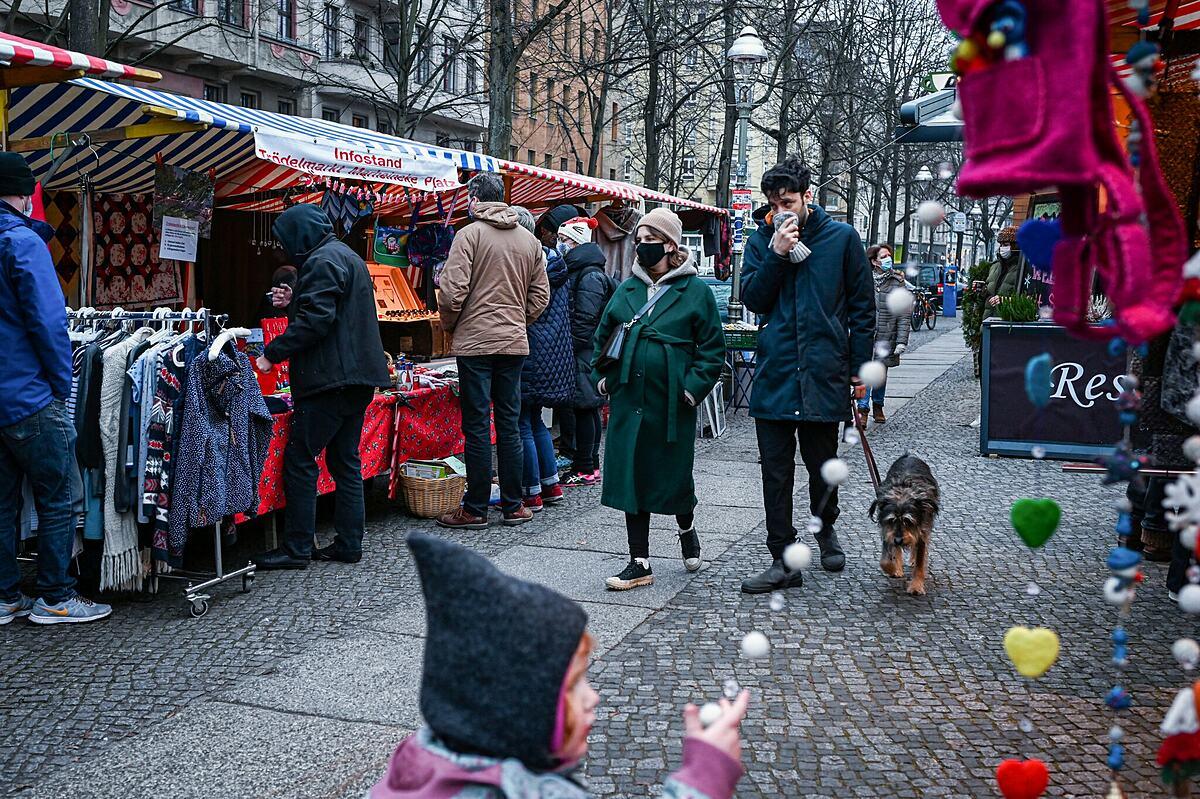 Một khu chợ tại Berlin, Đức, tháng 12/2020. Ảnh: NY Times.