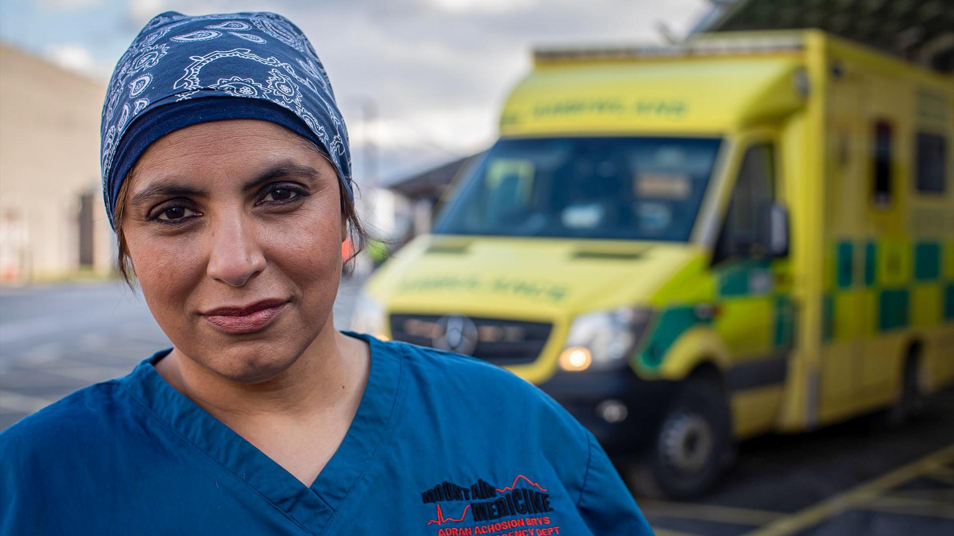 Bác sĩ hồi sức cấp cứu Saleyha Ahsan, Bệnh viện Ysbyty Gwynedd, Wales, Anh. Ảnh: Telegraph
