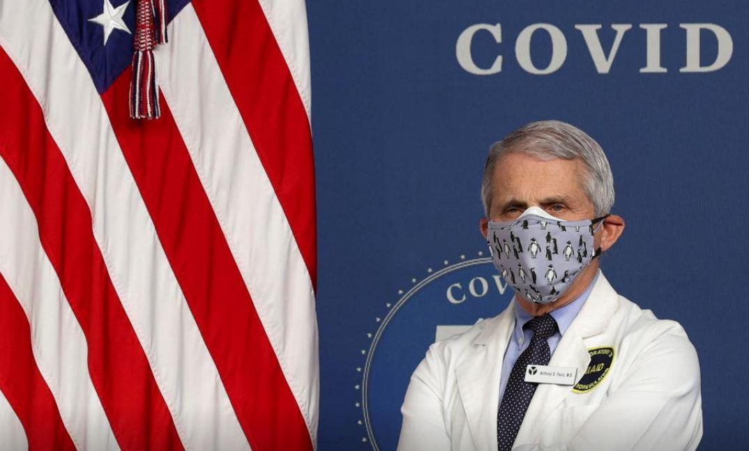 Ông Fauci trong một buổi lễ kỉ niệm dấu mốc 50 triệu liều vaccine Covid-19 được triển khai ở Mỹ vào ngày 25/2. Ảnh: Reuters.