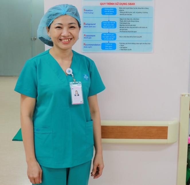 Nụ cười nồng hậu của điều dưỡng Nguyễn Thị Diệp. Ảnh: Lê Cầm