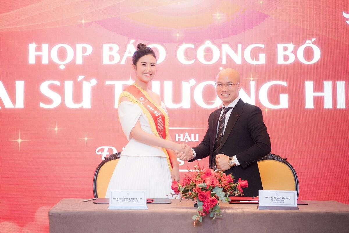 Hoa hậu Ngọc Hân ký hợp đồng làm gương mặt đại điện thương hiệu ghế massage Hasuta.