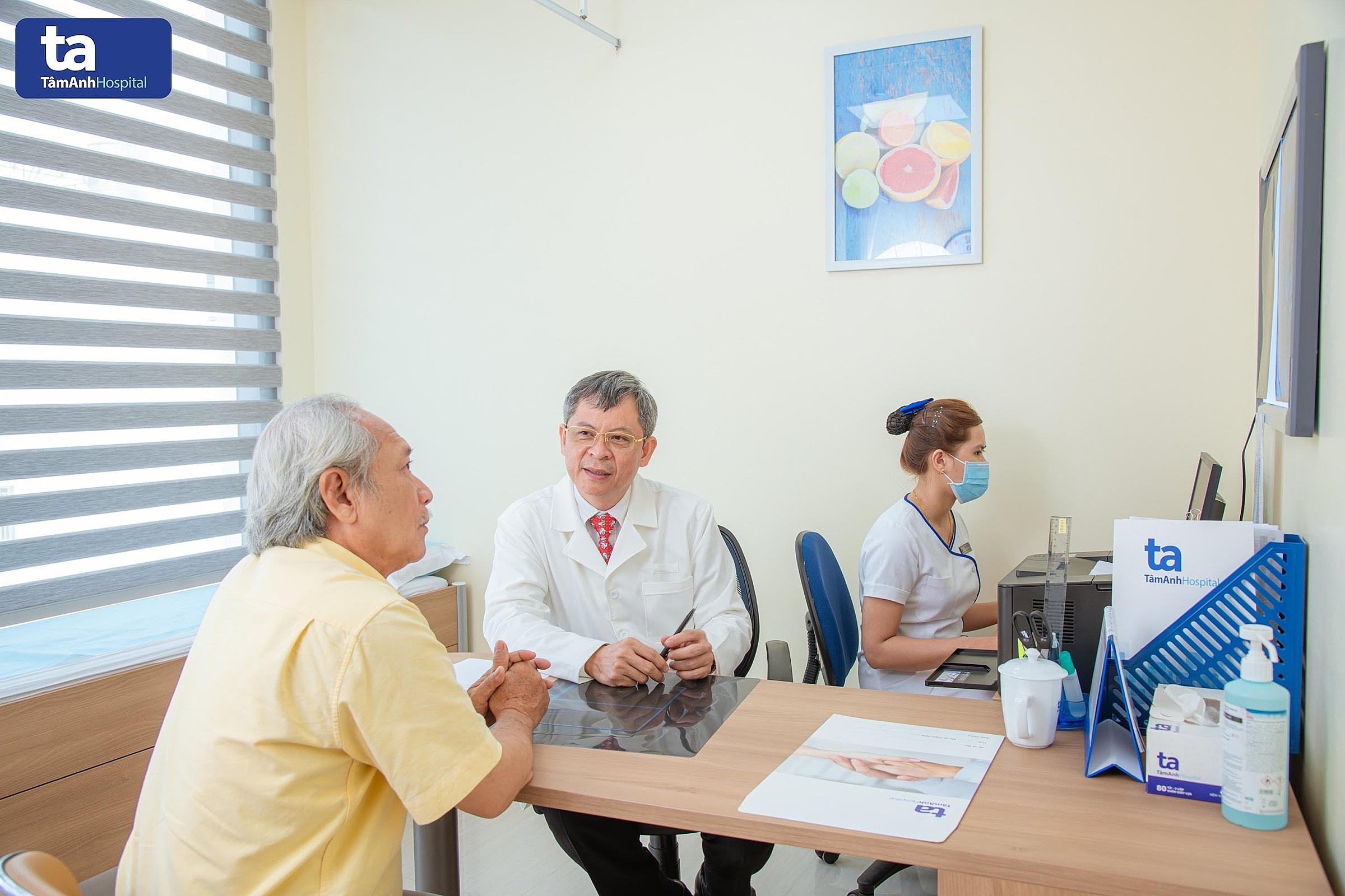 Tiến sĩ, bác sĩ Tăng Hà Nam Anh giúp nhiều bệnh nhân hồi phục nhanh hơn sau chấn thương. Ảnh: Bệnh viện Đa khoa Tâm Anh.