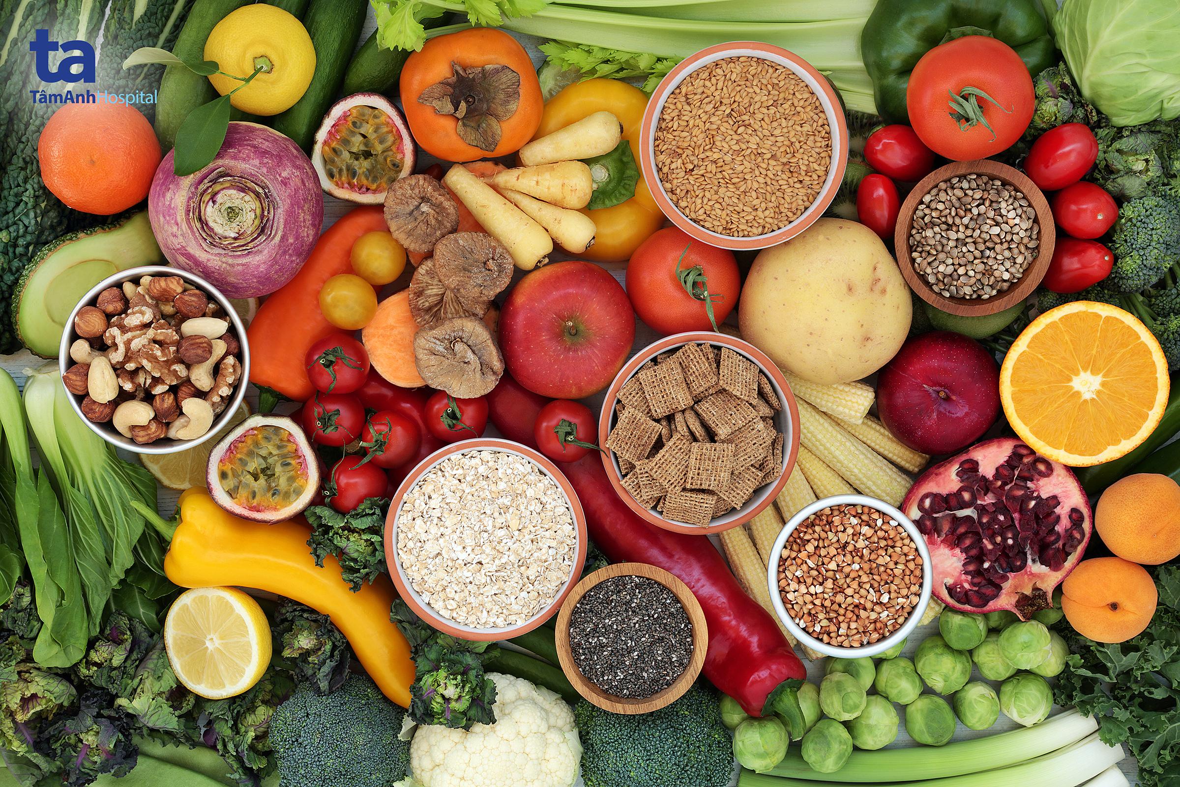 Chế độ dinh dưỡng khoa học, cân bằng nhóm chất giúp kiểm soát cân nặng cũng như hạn chế nguy cơ tăng huyết áp.