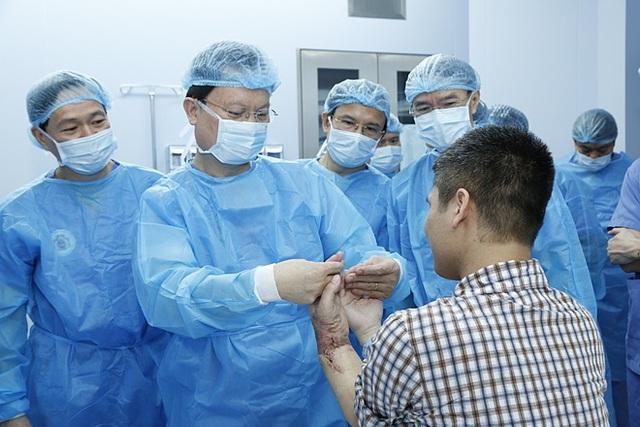 Ca ghép chi thể lấy từ người cho sống đầu tiên trên thế giới được Bệnh viện 108 thực hiện thành công. Ảnh: Bệnh viện cung cấp.