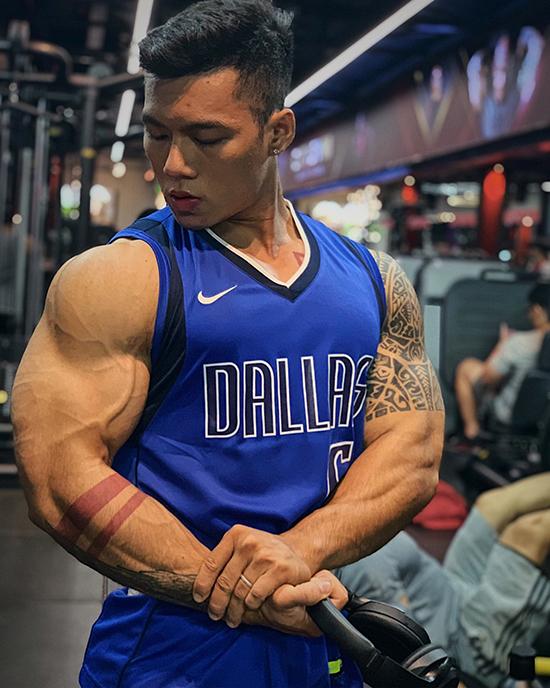 Nguyễn Quốc Huy, 22 tuổi, huấn luyện viên, vận động viên tại TP HCM. Anh cao 1, 72 nặng 82 kg. Ảnh: Nhân vật cung cấp