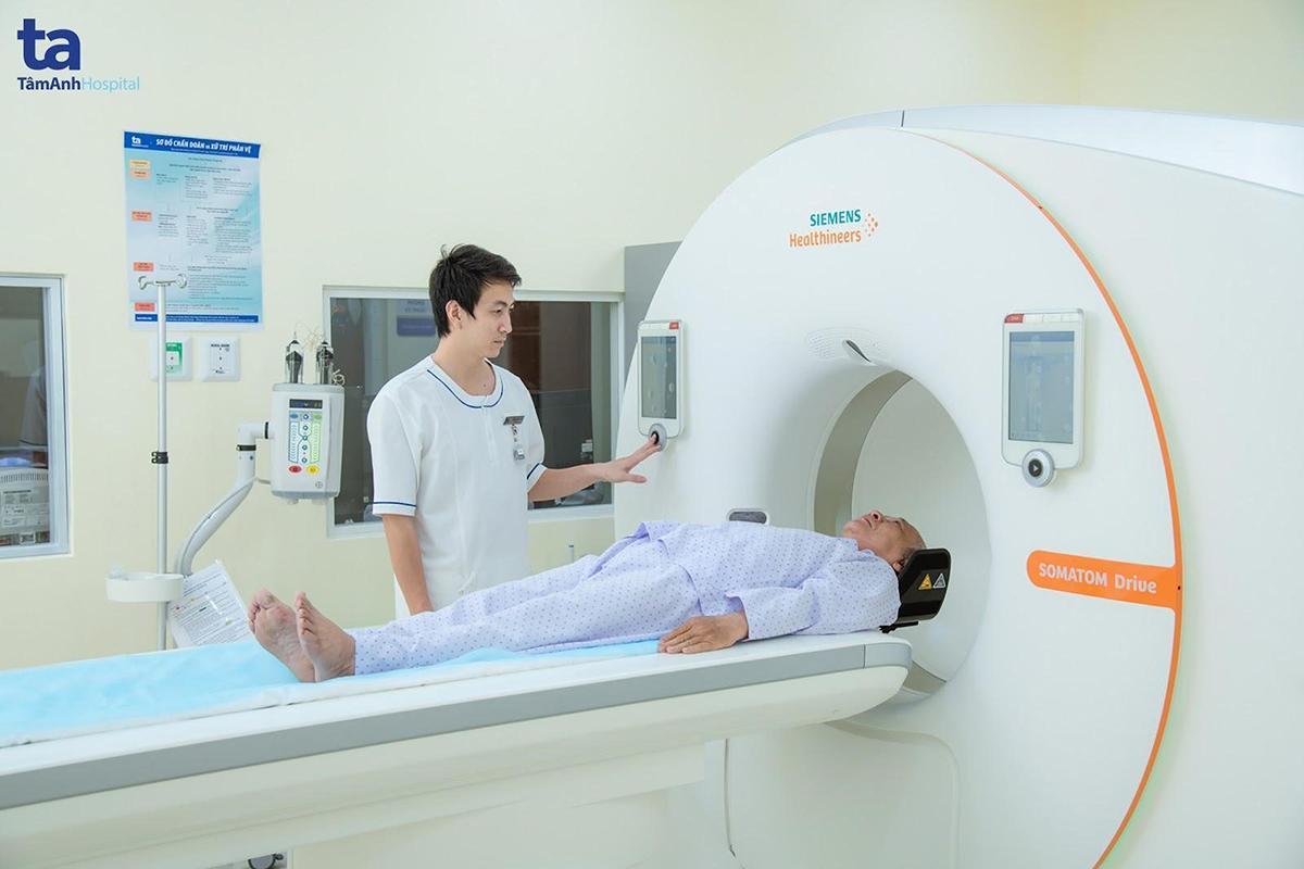 Hệ thống chụp CT 768 lát cắt Somatom Drive có thể đánh giá bất thường trong lòng động mạch lẫn thành động mạch vành, phát hiện và khảo sát hình thái hoặc cấu trúc của mảng xơ vữa, phát hiện sớm bệnh mạch vành.