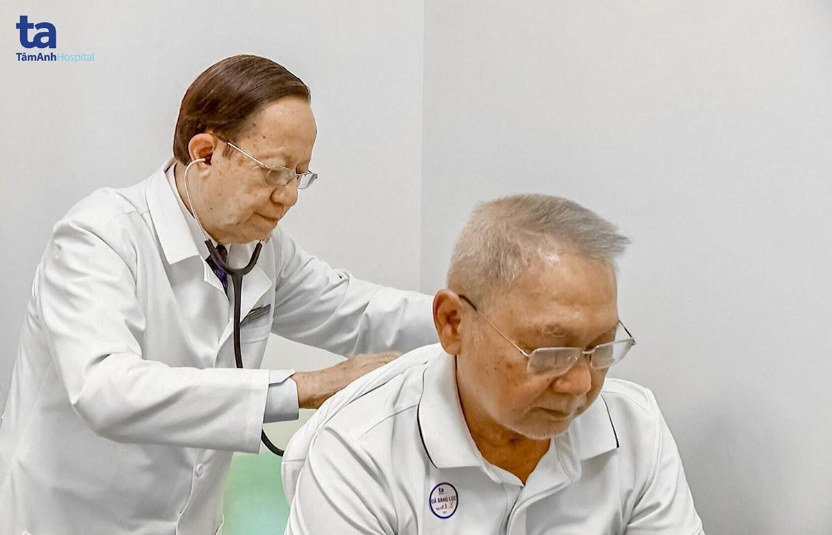Dựa vào kết quả quá trình thăm khám và các xét nghiệm cần thiết, bác sĩ sẽ có chỉ định điều trị phù hợp cho bệnh nhân.